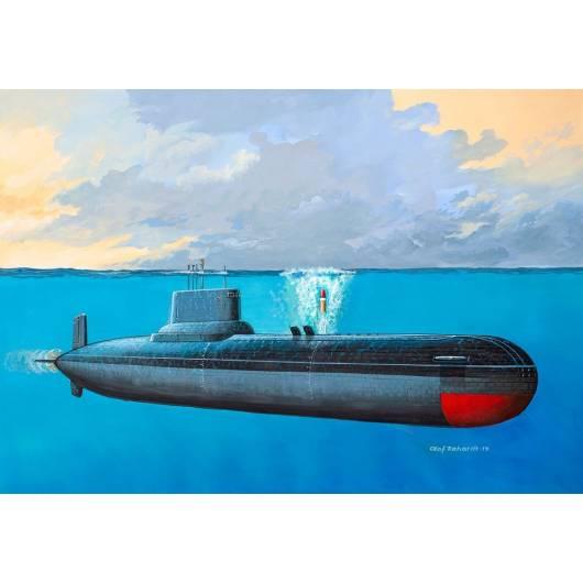 REVELL 1:400 Soviet Submarine TYPHOON CLASS (05138)