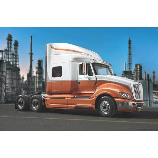 REVELL 1:25 International ProStar 2011 (07411)