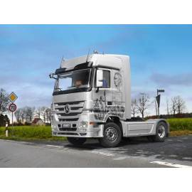 REVELL 1:24 Mercedes - Benz Actros (07425)